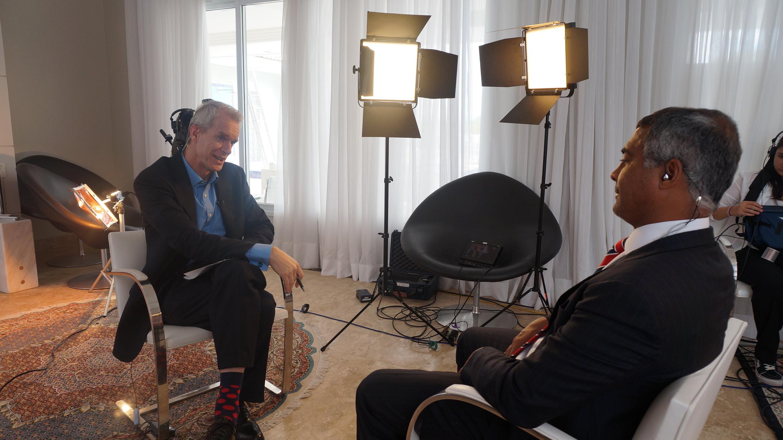 Stephen Sackur, âncora do HardTalk, entrevista Romário em Brasília.