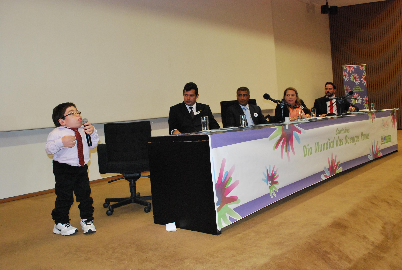 Patrick fala em seminário em 2013 promovido por Romário